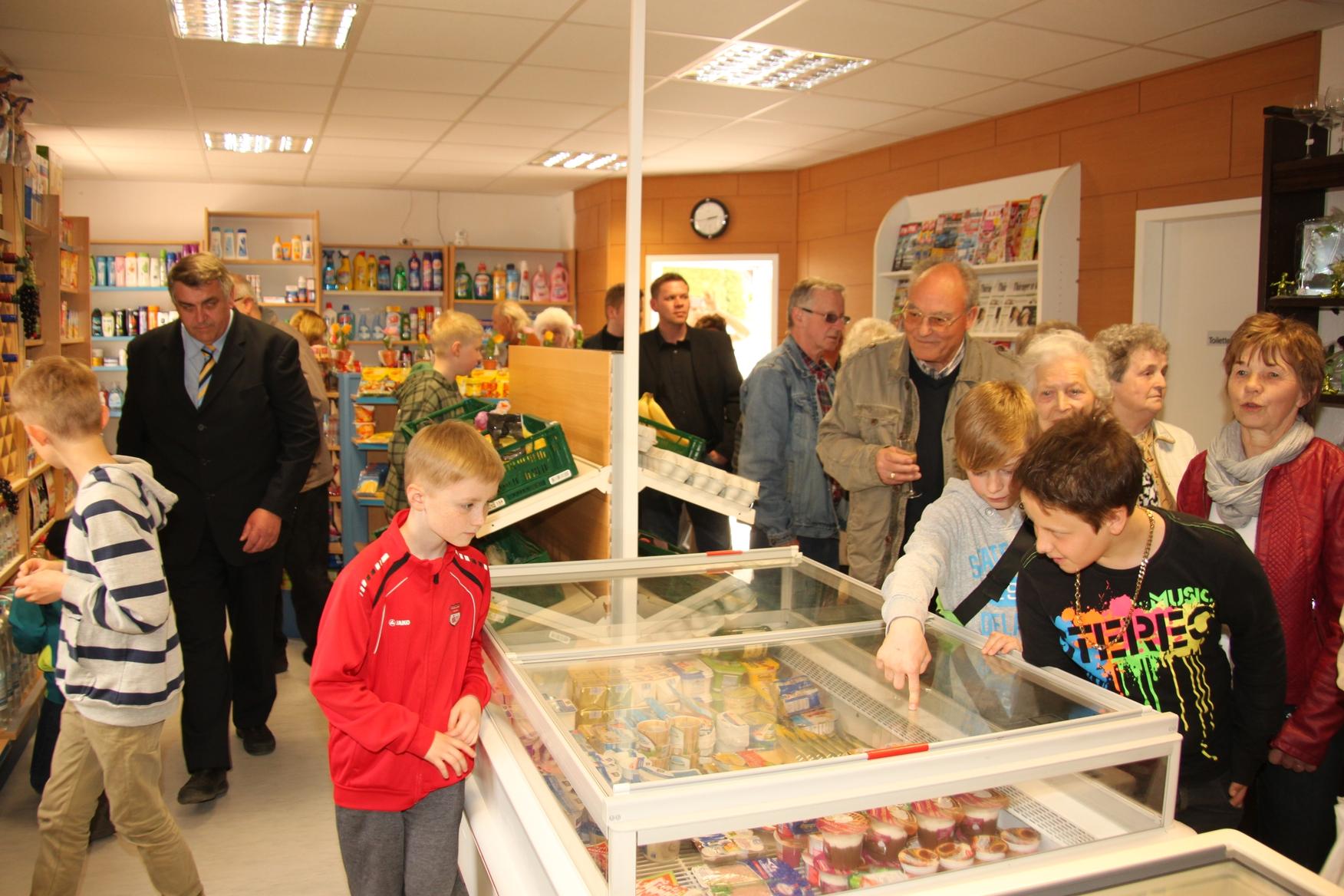 Großes Interesse zur Eröffnung des Dorfladens in Werther (Quelle: RAG Südharz e.V.)