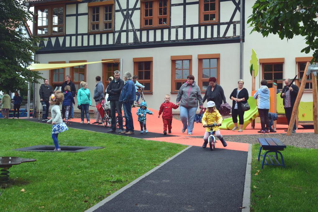 Neueröffnung des LEADER-geförderten Spielplatzes in Fambach ( Foto: RAG Henneberger Land e.V.)