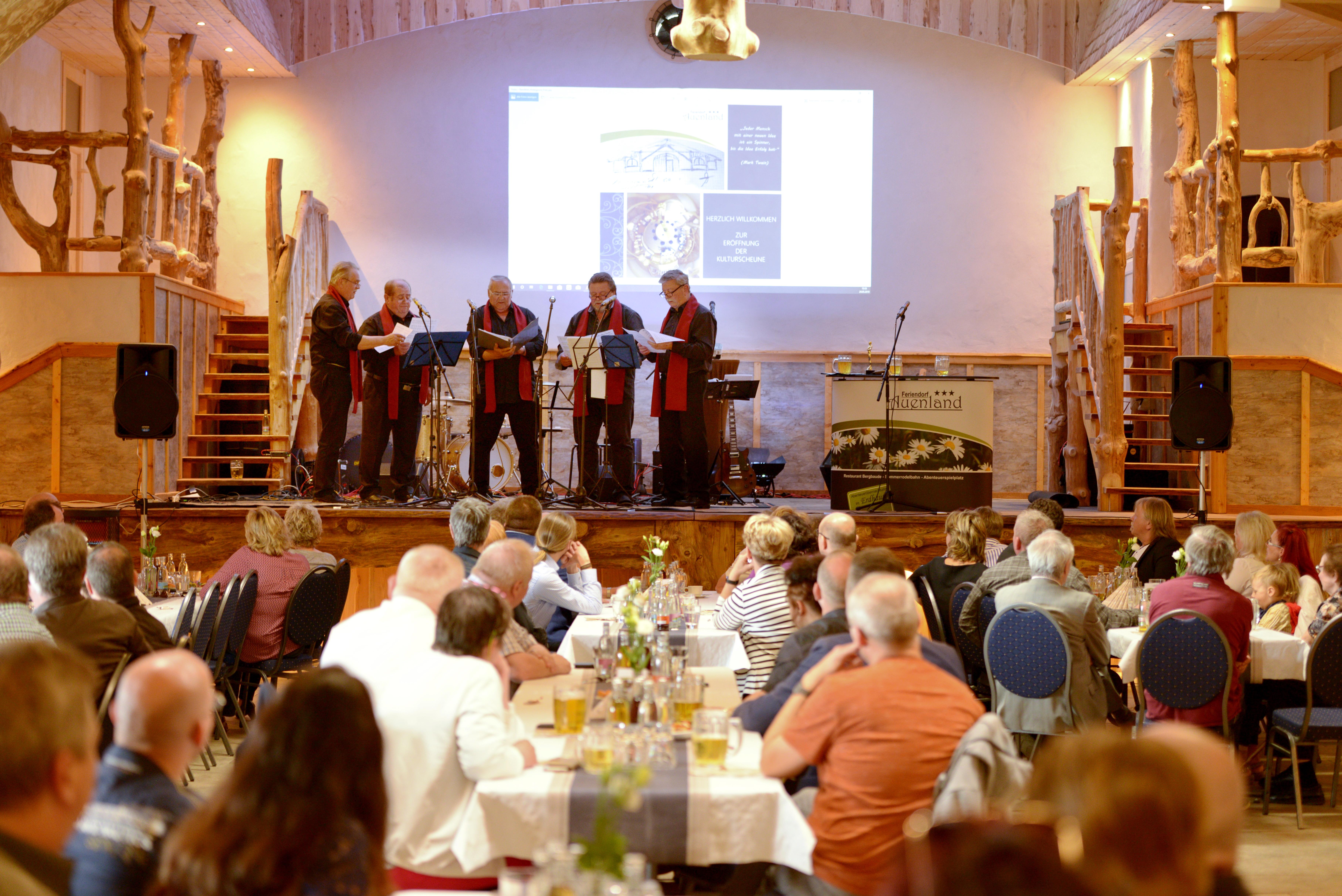 Veranstaltungsbühne in der Kulturscheune, Quelle: Feriendorf Auenland