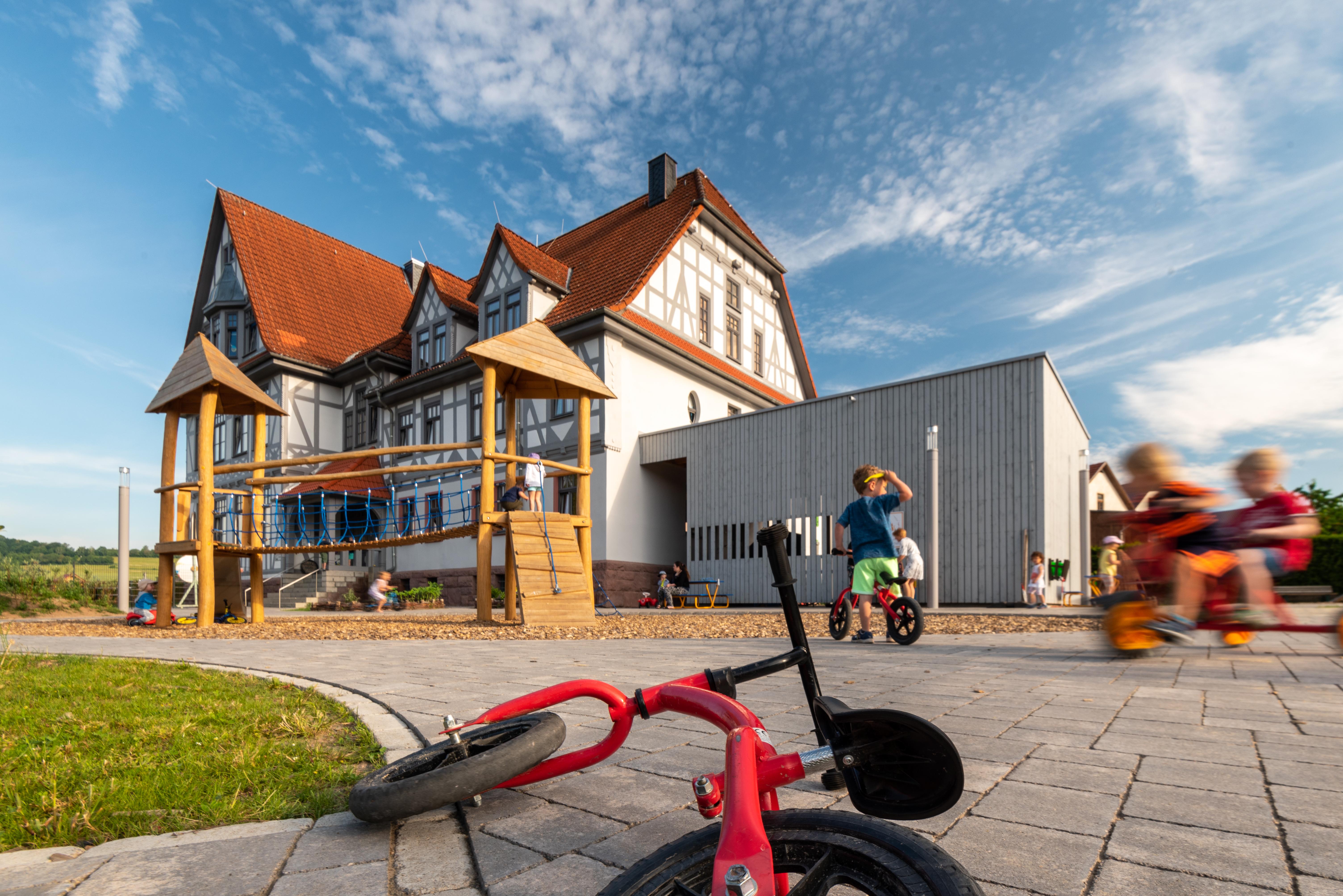 Das sanierte Kinderbildungszentrum (Quelle: Axel Bauer formplus)