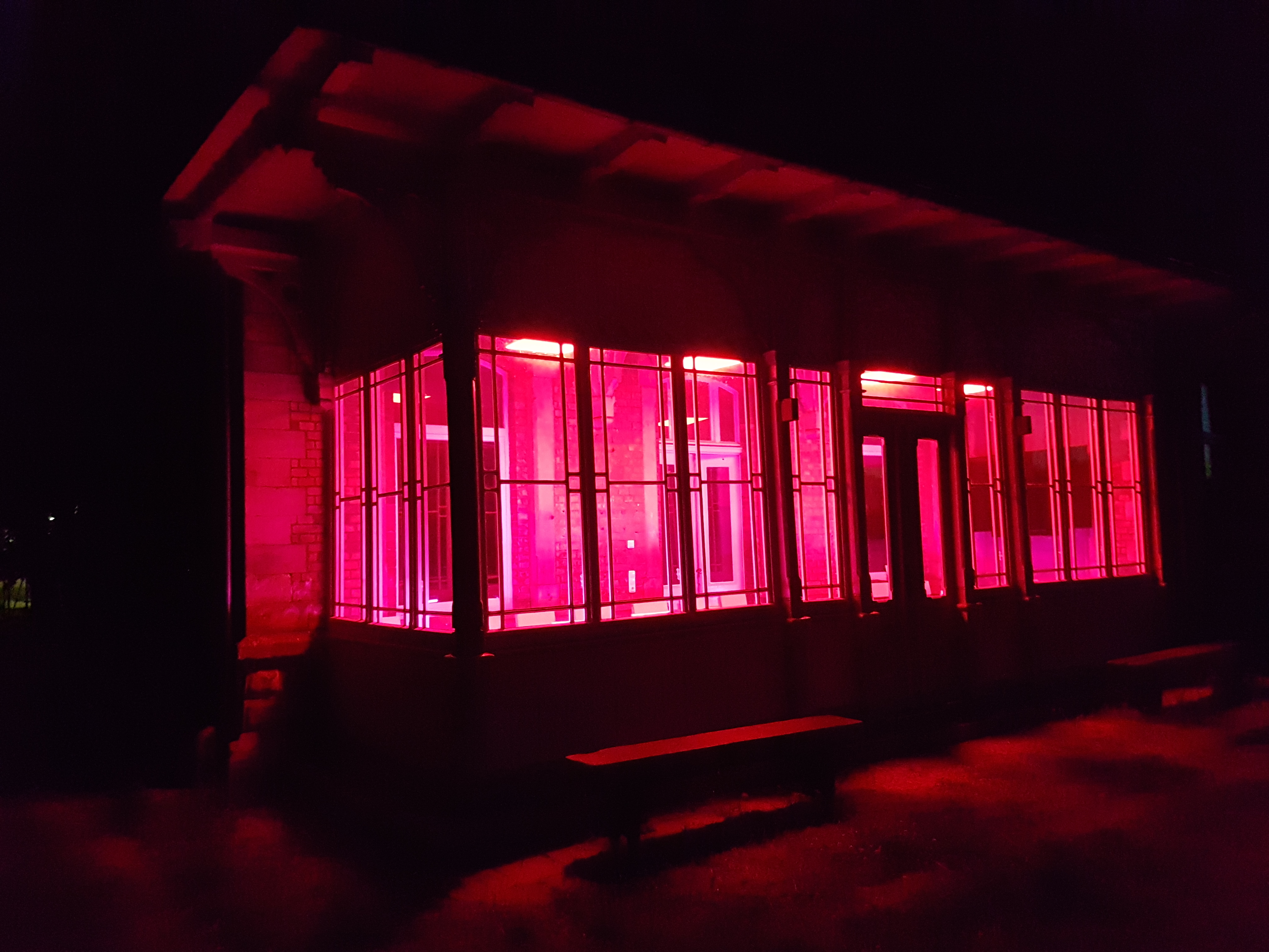 beleuchteter Windfang bei Nacht, Quelle: Maik Rahaus