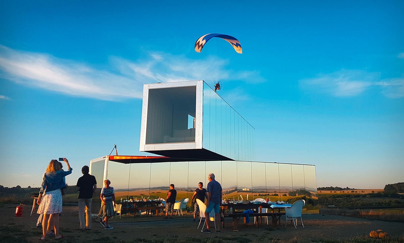 Mehr als ein Kunstobjekt - Leute interagieren mit der Spiegelarche, Quelle: