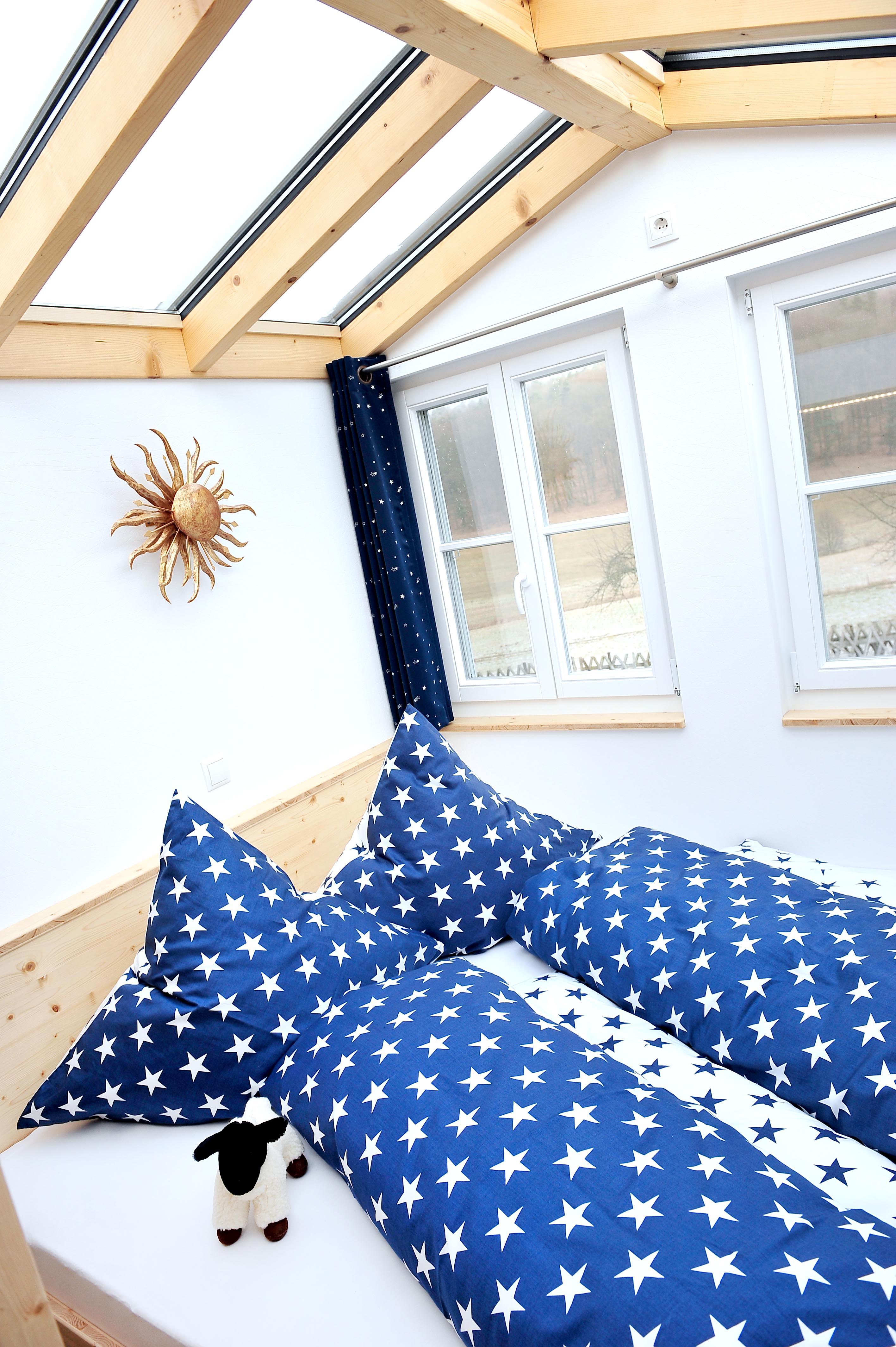 Rhöner Sternenwagen, Bett mit Glasdach, Quelle: Mandy Heidinger-Peter