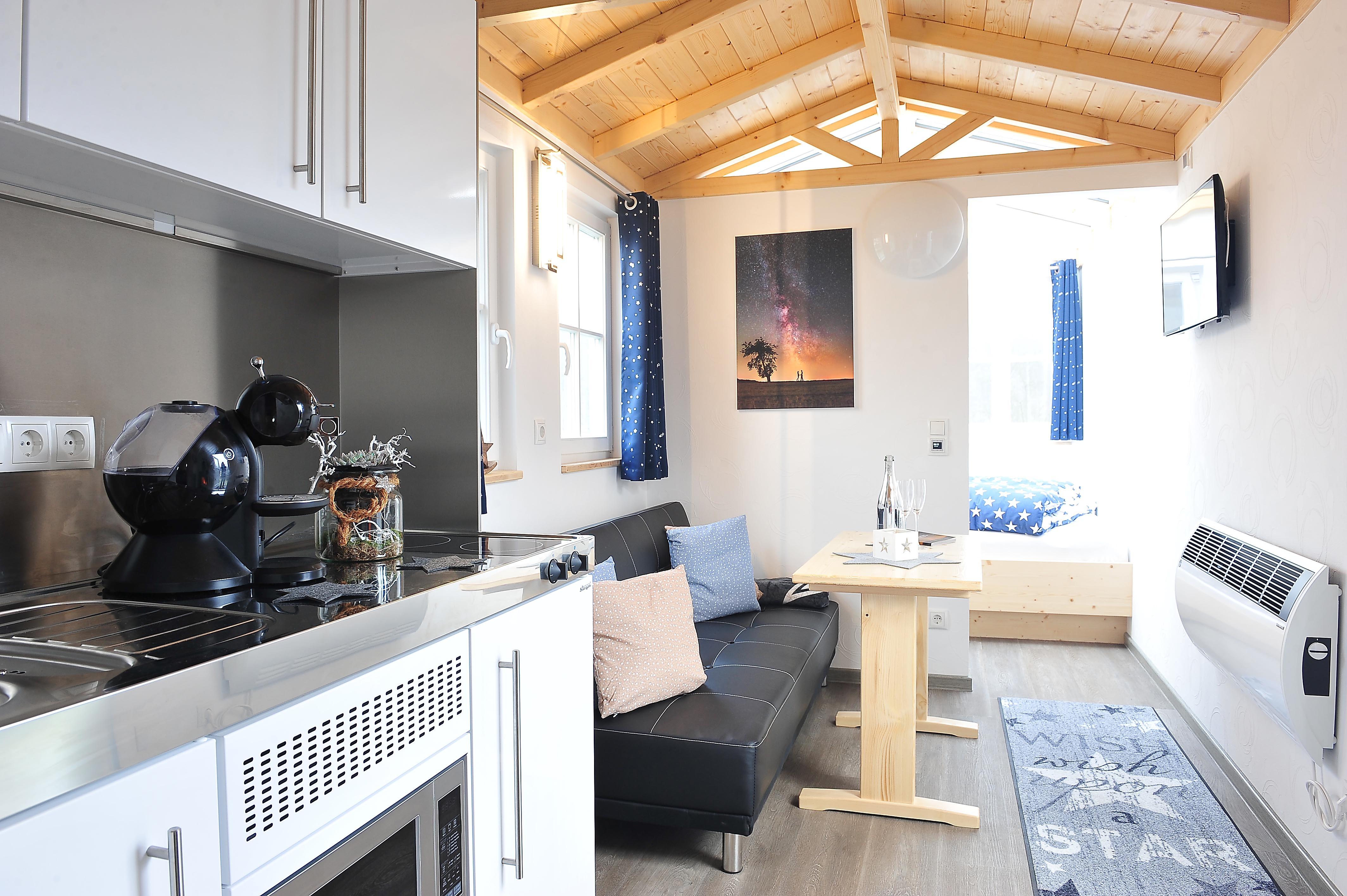 Rhöner Sternenwagen, Wohnraum mit Küche, Quelle: Mandy Heidinger-Peter